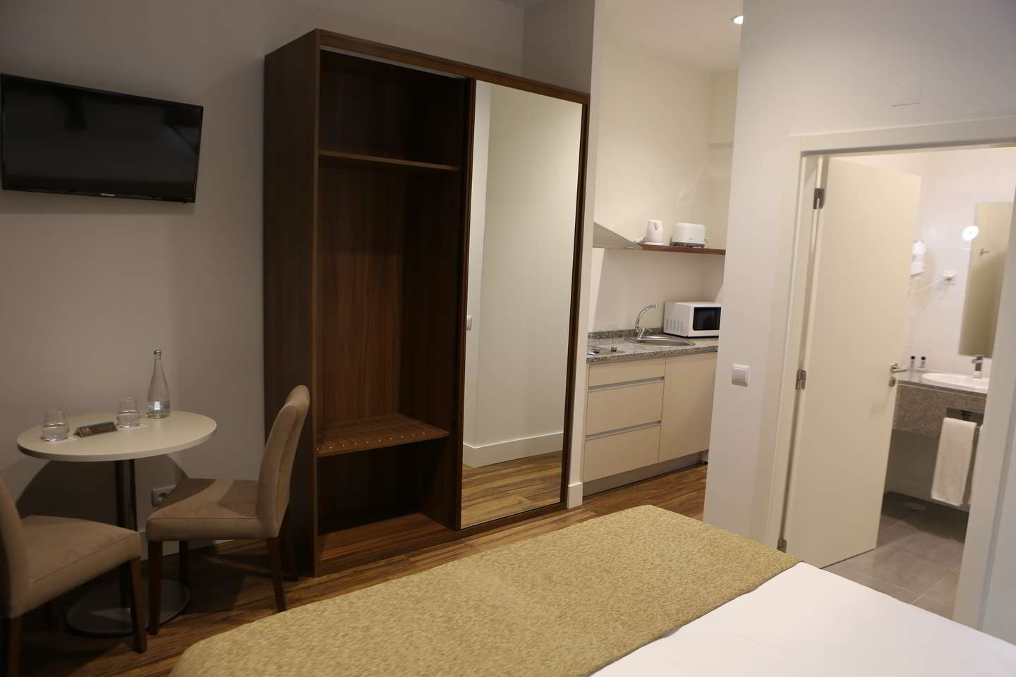Quarto Duplo ou Twin com Varanda e Kitchenette - Hotel Solar do Rebolo
